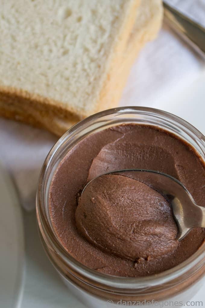 Crema de cacao y avellanas. Nocilla o nutella casera.