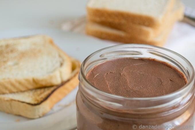 Crema de cacao y avellanas. Nocilla o nutella casera