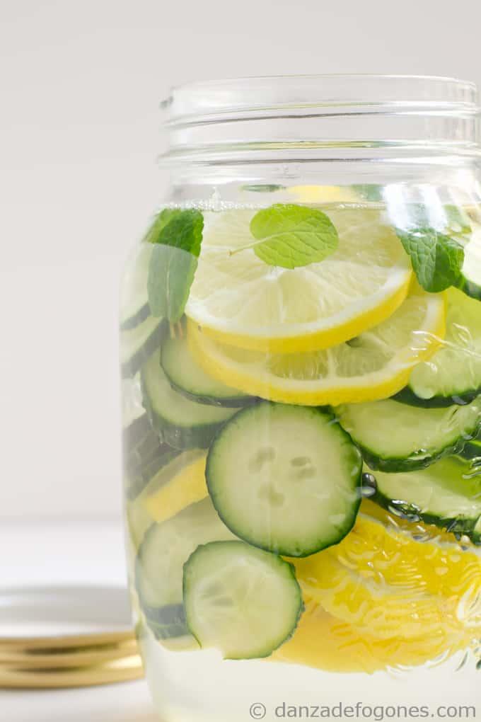 agua de pepino jengibre y limon para adelgazar