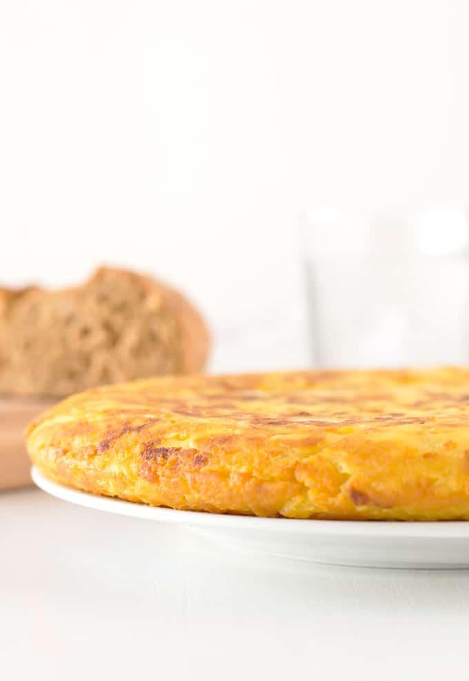 Tortilla de Patatas Vegana | danzadefogones.com