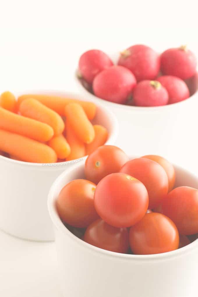 Crudités: rabanitos, tomates cherry y zanahorias baby - danzadefogones.com