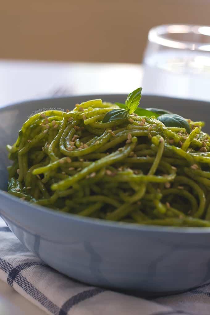 Spaghetti con Salsa Verde y Sesamo