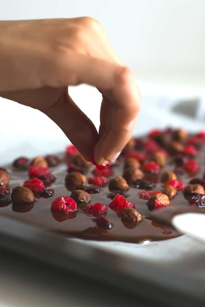Tableta de chocolate con frutos secos | danzadefogones.com
