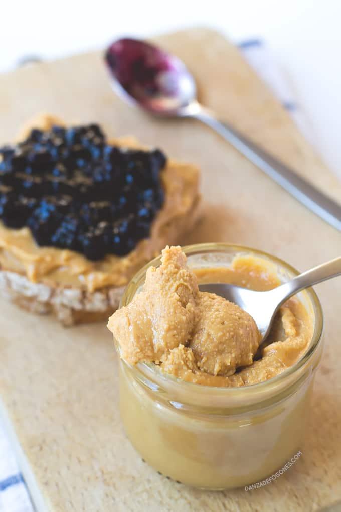Mantequilla-de-cacahuetes-casera-Solo-necesitas-un-ingrediente!-danzadefogones.com
