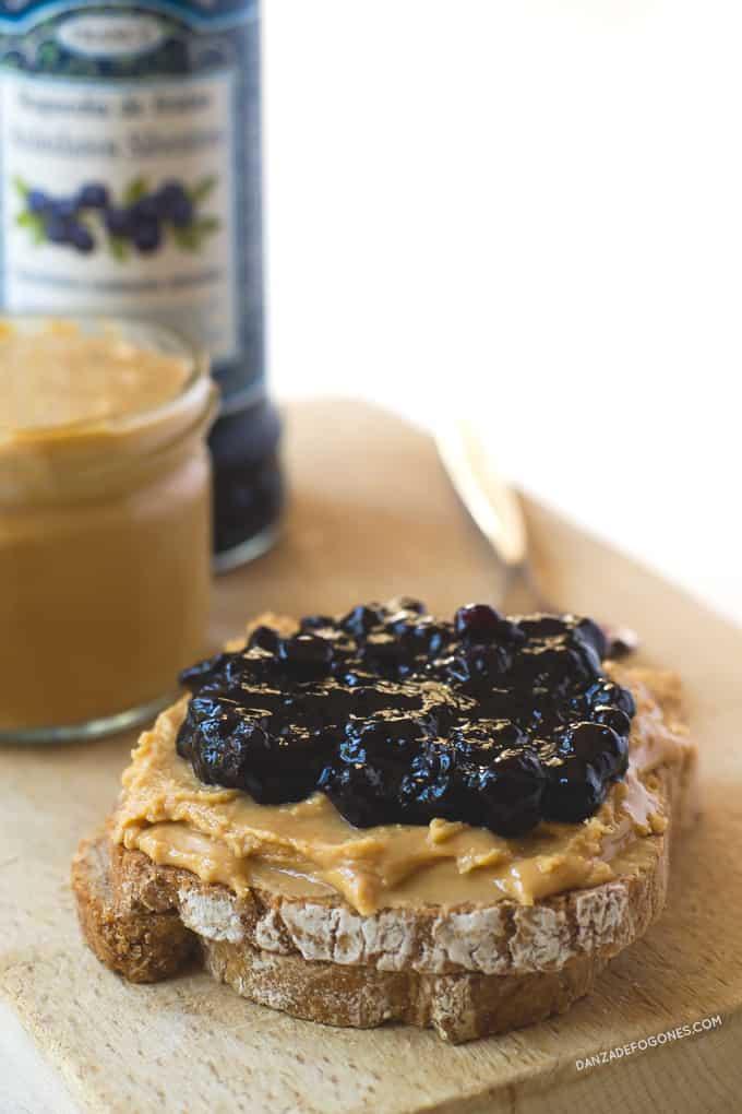 Mantequilla de maní con mermelada | danzadefogones.com