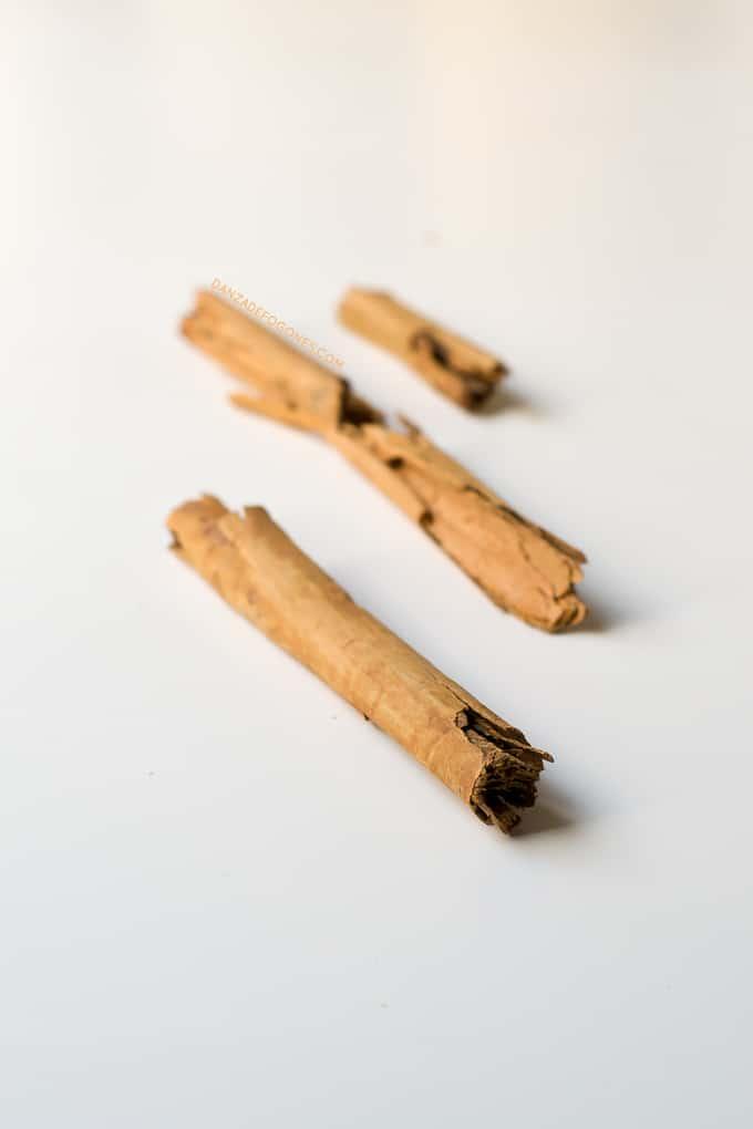 Canela. Cuando bebes este batido de calabaza parece que estás comiendo un dulce. Es muy saludable, nutritivo y solo tiene 148 calorías por ración | danzadefogones.com #danzadefogones