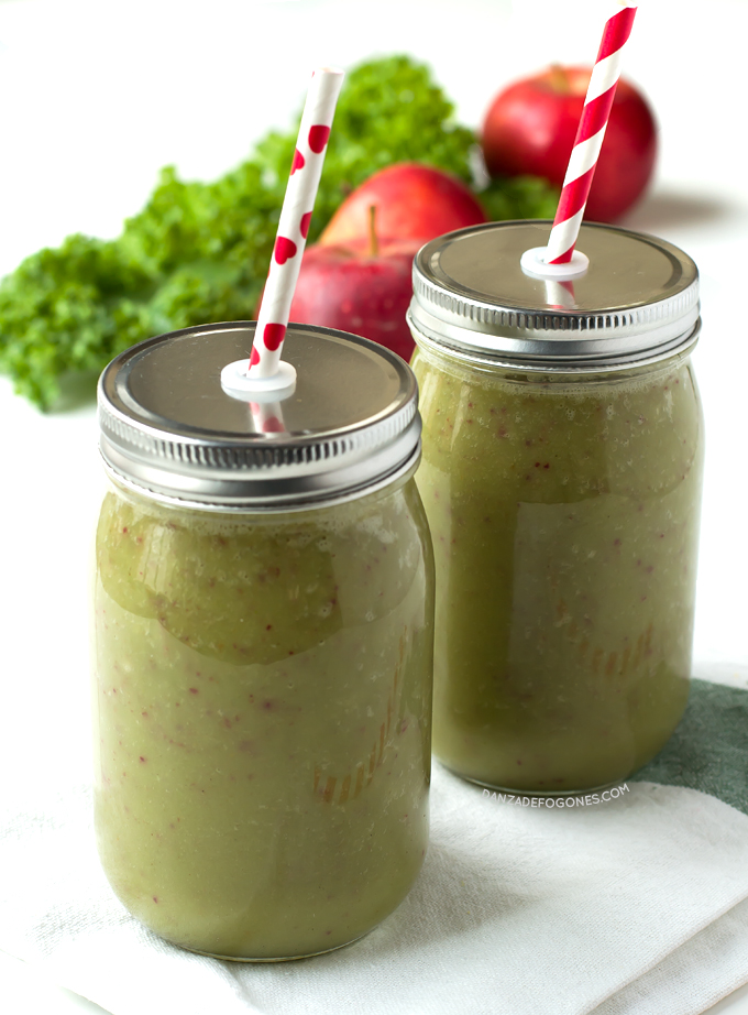 Batido Verde de Manzana y Col Rizada | danzadefogones.com #danzadefogones #receta #vegano #vegana #singluten