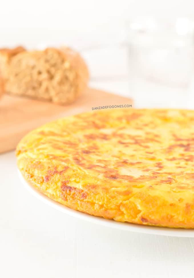 Tortilla de patatas vegana | danzadefogones.com #danzadefogones #vegano #vegana #receta #singluten