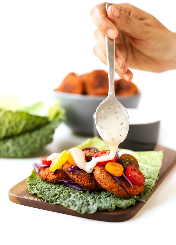 Falafel al horno con salsa de yogur vegana | danzadefogones.com #vegan #vegano