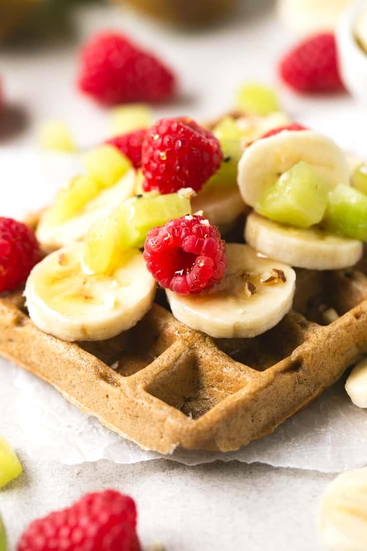 Los gofres o waffles veganos son muy fáciles de preparar y sólo hacen falta 4 ingredientes, son ricos y muy saludables, ideales si tienes un antojo dulce.