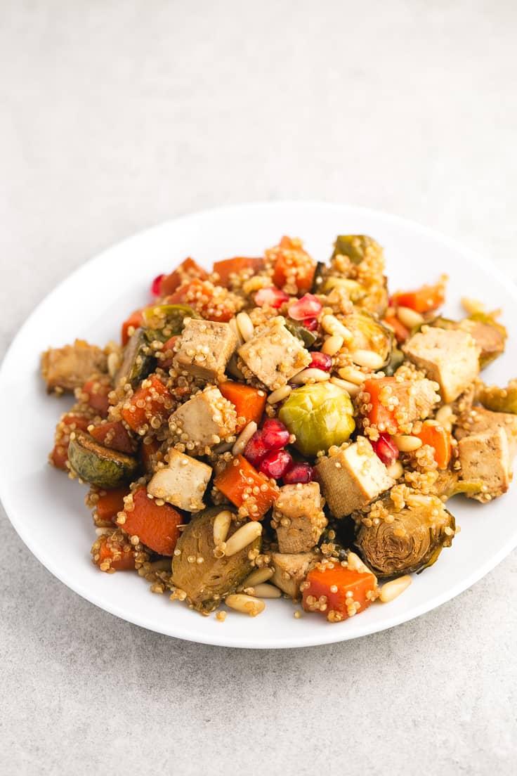 Verduras y tofu al horno con quinoa - Verduras y tofu al horno con quinoa, un plato muy rico y bastante simple, ideal para ocasiones especiales o para darnos un homenaje.