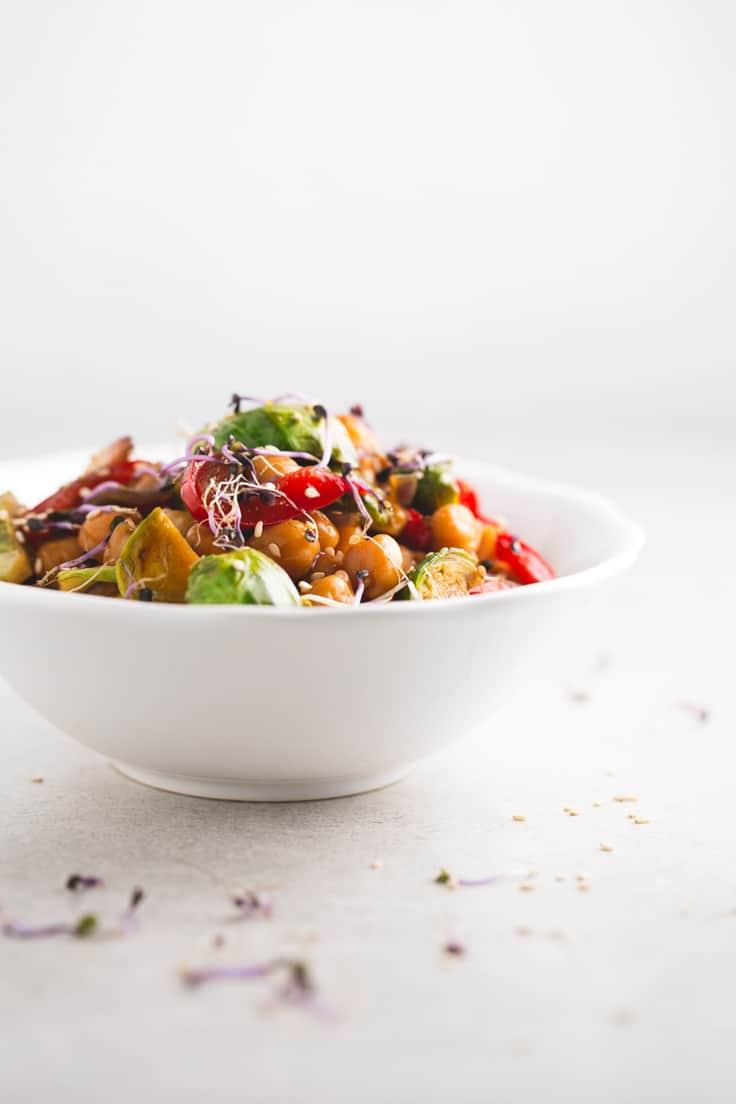 Wok de garbanzos - Siempre hacía mis woks con arroz o noodles, pero desde que descubrí este wok de garbanzos es un clásico en casa. Está de vicio y la receta es sencillísima.