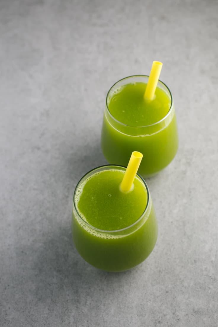 Zumo verde para bajar de peso - Las frutas y las verduras en general nos ayudan a bajar de peso y este zumo está hecho con ingredientes que potencian especialmente la pérdida de peso.