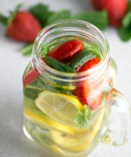 Agua con frutas - Es importante hidratarse durante todo el año y especialmente cuando hace calor. Si os cuesta beber agua, deberíais probar las aguas con frutas.