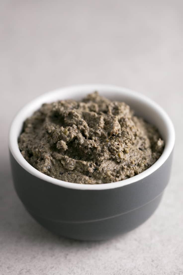 Tapenade vegano - El tapenade es un aperitivo o snack muy saludable, que se prepara en menos de 5 minutos. Es una receta muy fácil, sana y está de muerte.