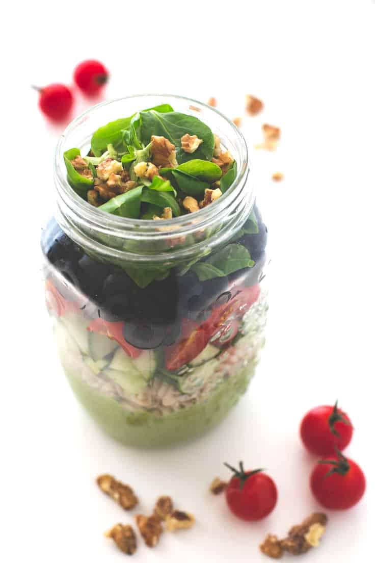 Ensalada en tarro - Las ensaladas en tarro son perfectas para comer fuera de casa, aunque tienes que saber cómo hacerlas para que los ingredientes no se queden blandos.