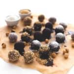 Bolitas de avellana (cómo reutilizar la pulpa de las leches vegetales) - Estas bolitas de avellana son ideales para reutilizar la pulpa de las leches vegetales. Podéis rebozarlas con chocolate, avellanas troceadas o coco rallado.