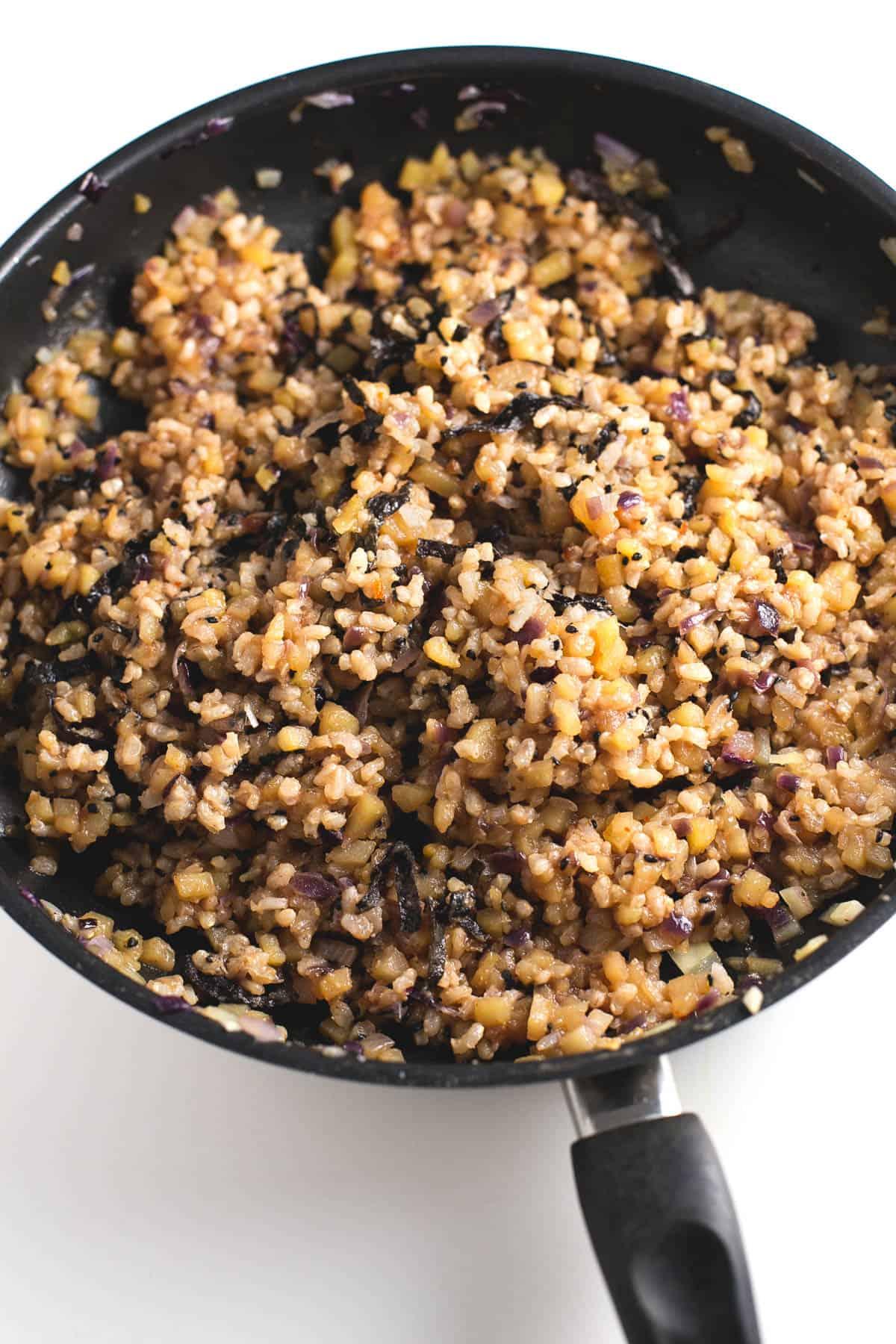 Arroz frito con patatas estilo asiatico - Esta receta de arroz frito con patatas estilo asiático es una de nuestras preferidas y la preparamos casi todas las semanas. Además, es muy económica.