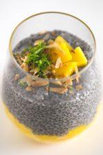 Pudin de chía y mango - Este pudin de chía y mango es una receta ideal para comer fuera de casa o para los que no tenéis mucho tiempo. ¡Es el desayuno/snack/postre perfecto!