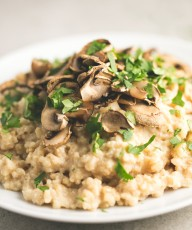 Risotto vegano sin grasa - Puedes usar este risotto vegano sin grasa como base para hacer cualquier tipo de risotto vegano y añadir tus ingredientes preferidos.