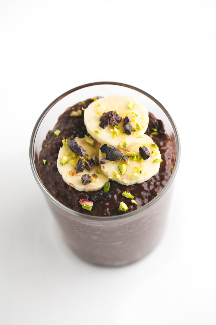 Pudin de chía y chocolate - Sólo hacen falta 4 ingredientes para preparar este pudin de chía y chocolate. Es muy cremoso y tiene un intenso sabor a chocolate.