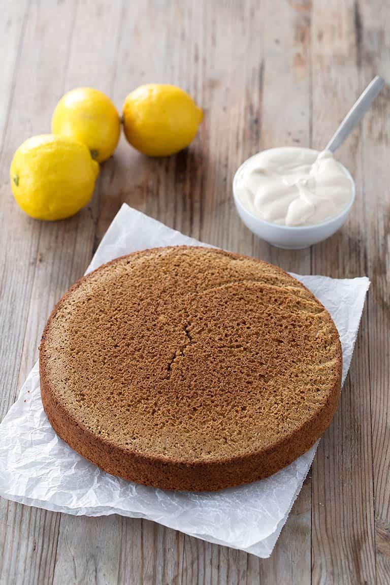 Tarta de Limón Vegana.- Esta tarta de limón es baja en grasa, no lleva levadura, aceite o ingredientes refinados. Es más sana, pero está igual de rica.