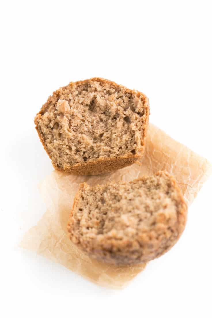 Muffins de manzana veganos y sin gluten - Estamos muy orgullosos de esta receta de muffins de manzana porque son veranos, sin gluten y bajos en grasa. Son muy saludables y están buenísimos.