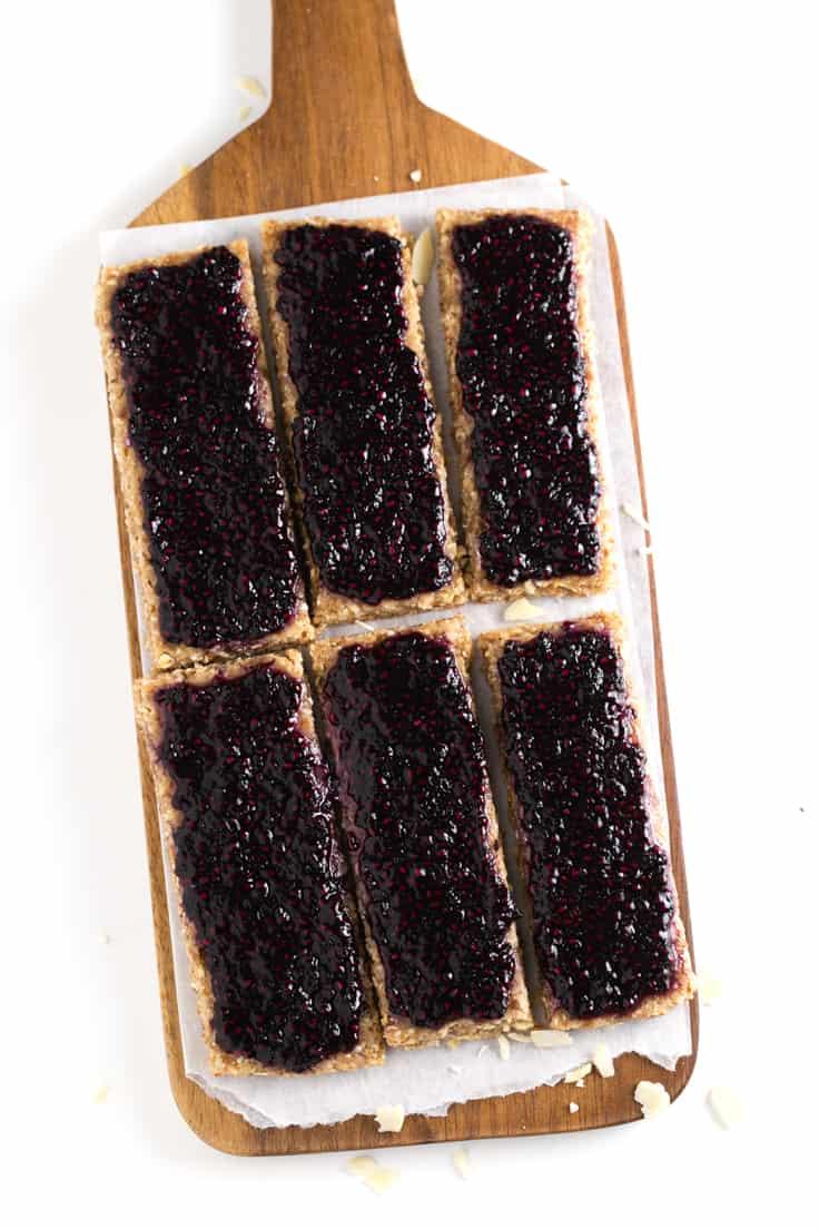 Barritas energéticas deshidratadas - Estas barritas energéticas deshidratadas son el snack perfecto. Se conservan más tiempo que las crudas y son más nutritivas que las horneadas.