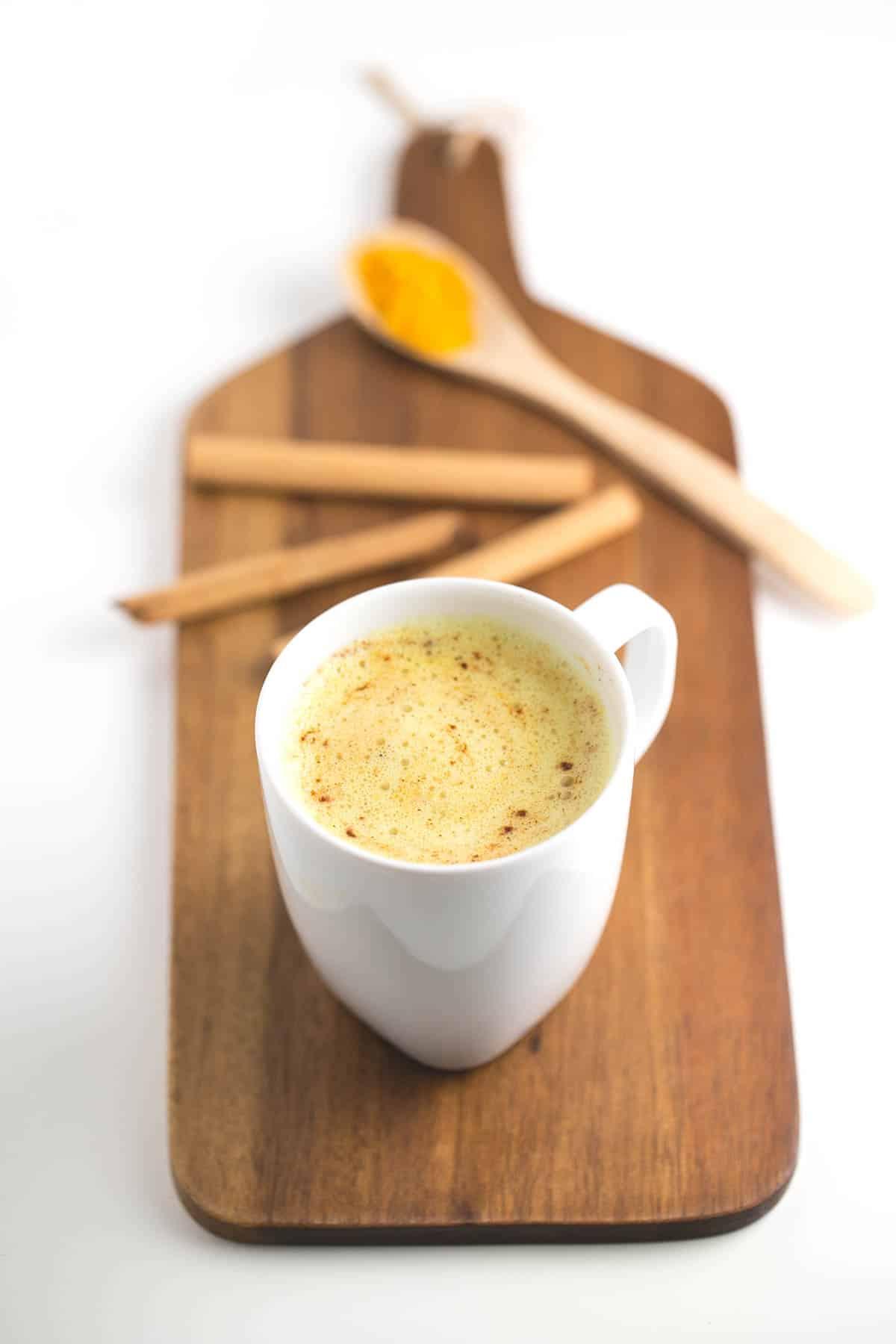 Cúrcuma latte - El cúrcuma latte es un sustituto perfecto al café. Es una bebida muy saludable, asequible, cremosa y está muy rica, ¡lo tiene todo!