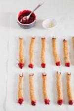 Receta de Halloween: Dedos de Bruja Veganos + Mermelada Casera de Frambuesa - Estos dedos de bruja veganos sin gluten y son aceite son perfectos para Halloween. Además os enseñamos a preparar mermelada casera de frambuesa.