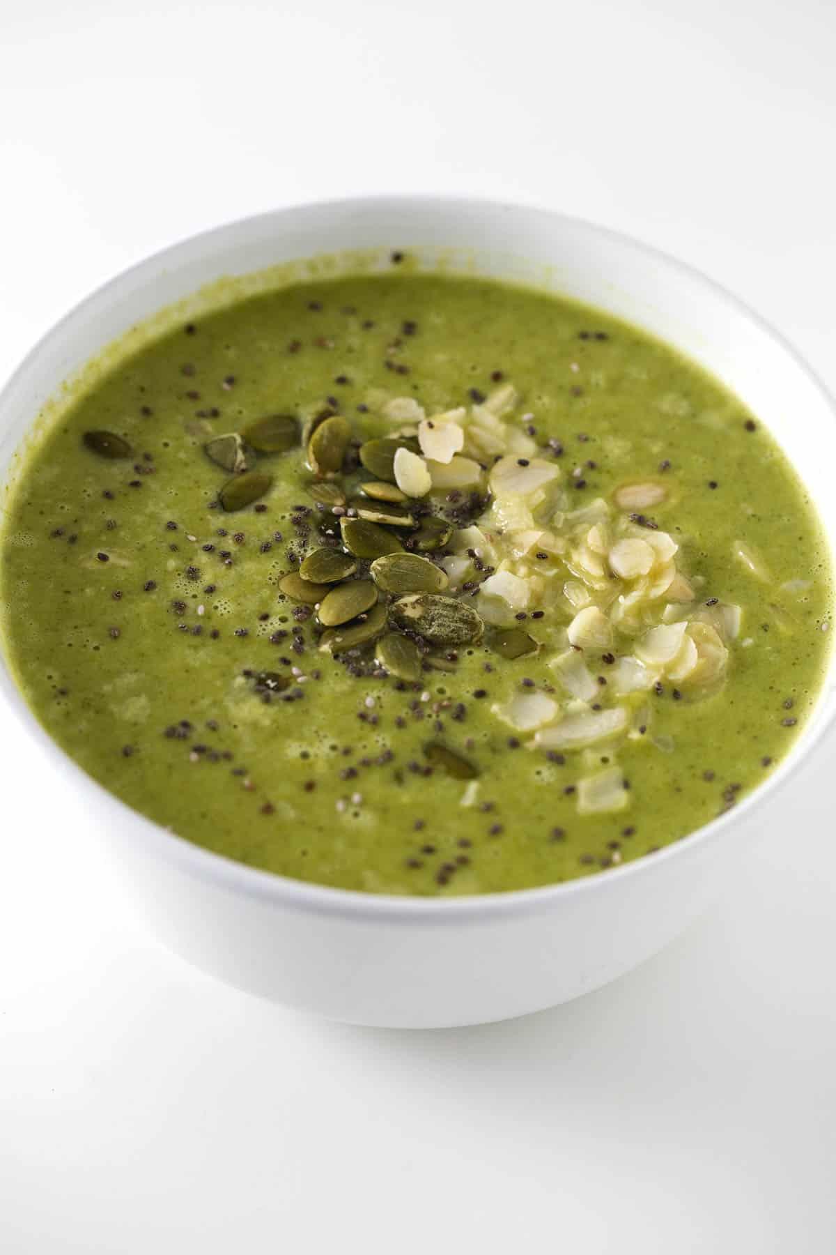 Sopa verde para fortalecer el sistema inmune - Esta sopa es perfecta para fortalecer el sistema inmune y ayudarnos a combatir resfriados. Nos hará sentir mejor cuando estemos enfermos y además está rica.
