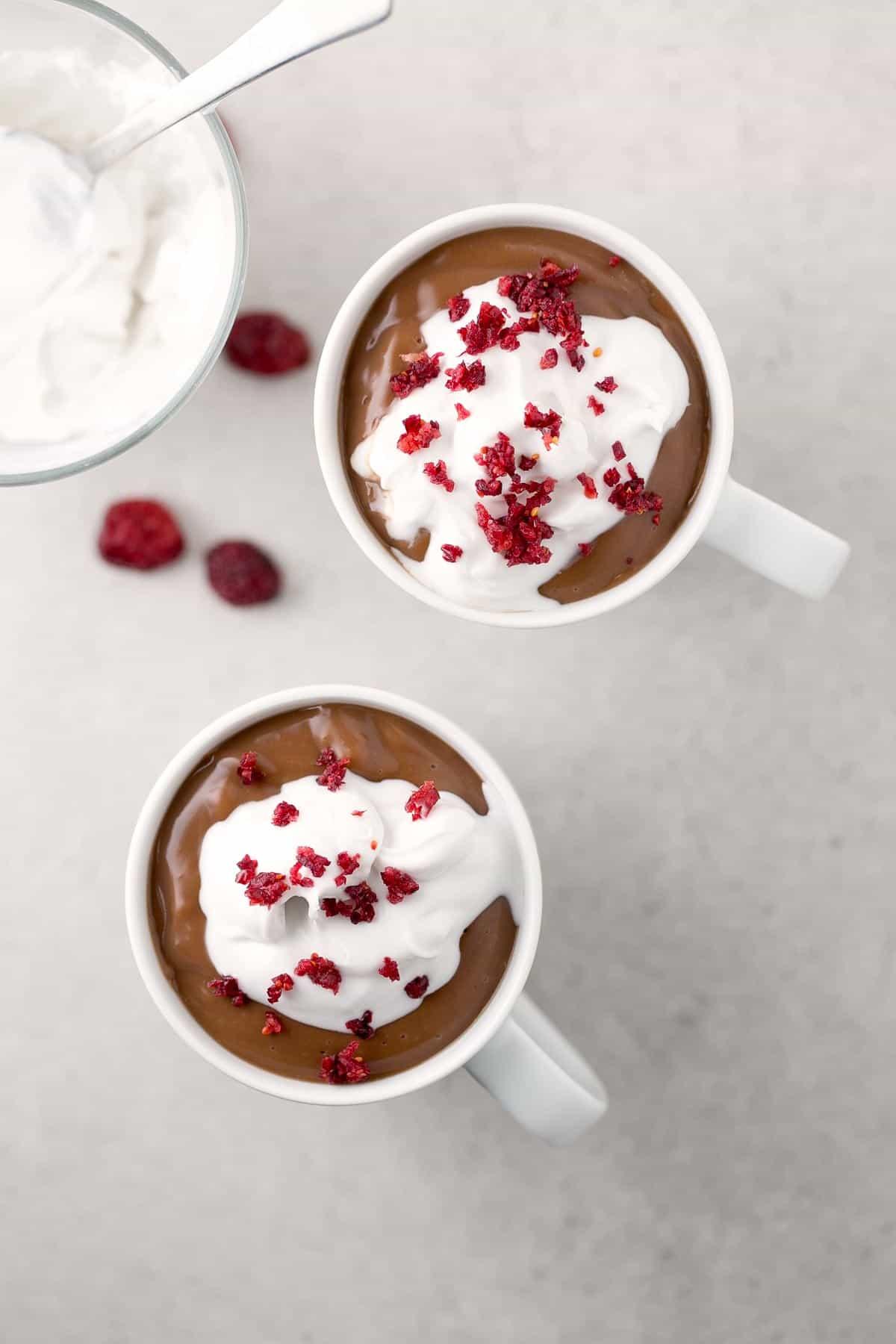 Chocolate a la Taza Vegano. - Las bebidas calientes nos ayudan a entrar en calor y el chocolate a la taza es todo un clásico. Esta versión vegana está para chuparse los dedos.