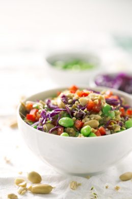 Ensalada de Quinoa y Edamame. - Esta ensalada de quinoa y edamame estilo asiático es una receta muy simple. Podéis hacer cambios y adaptar los ingredientes a lo que tengáis a mano.