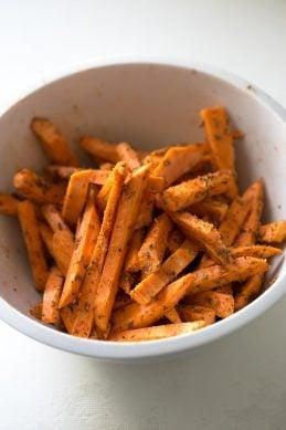 "Batatas ""fritas"" al horno"