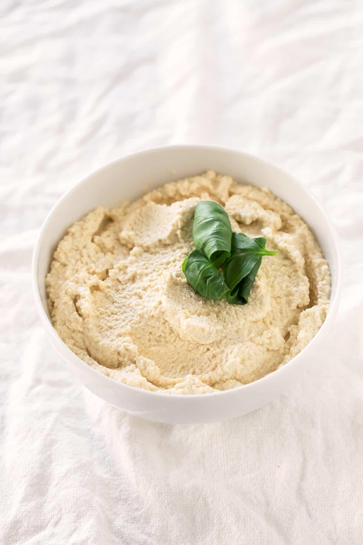 Ricotta Vegano de Tofu.- Para hacer este ricotta de tofu sólo se necesitan 4 ingredientes. Es un queso vegano muy rico y se prepara en menos de 5 minutos.