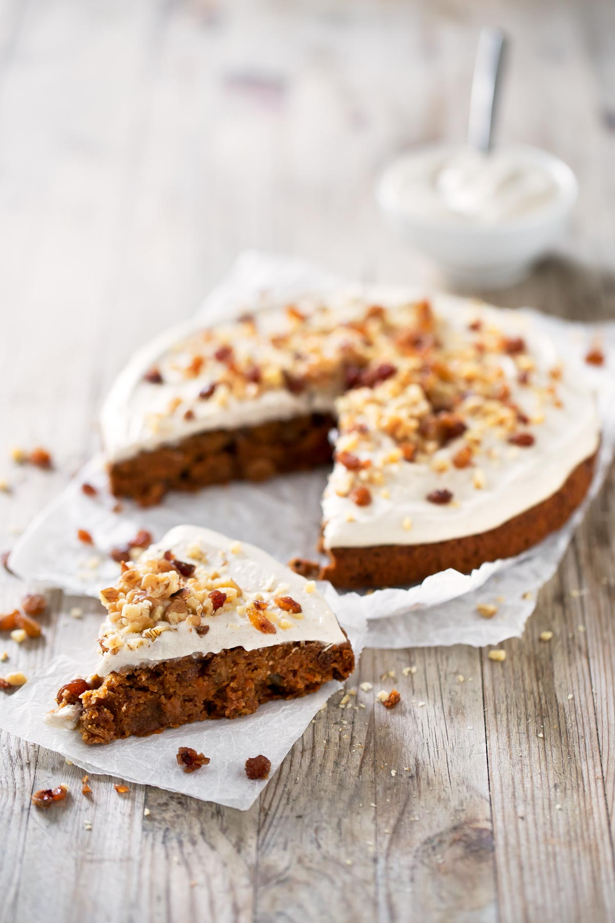Tarta de Zanahoria Vegana.- Esta riquísima tarta de zanahoria vegana está hecha con ingredientes saludables, naturales y no lleva aceite, ni grasas procesadas.