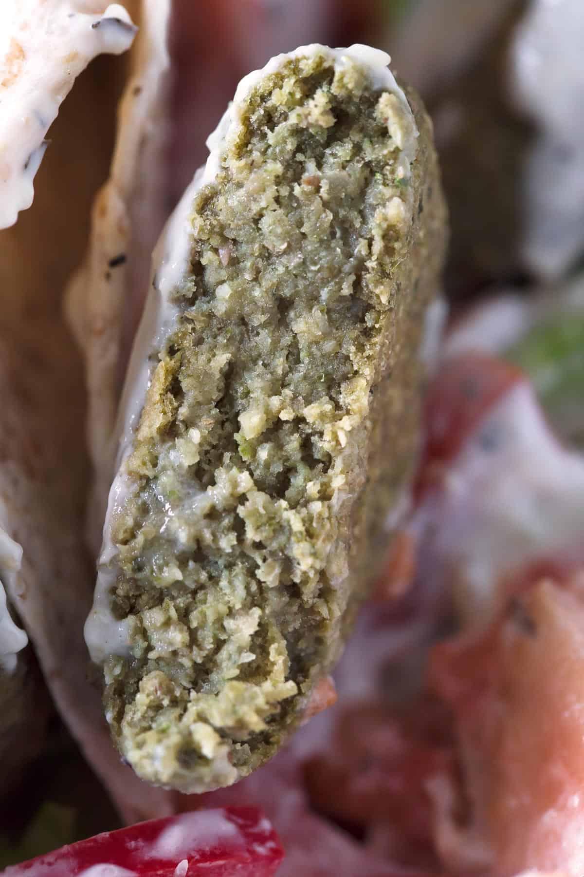 Falafel de Lentejas.- El falafel de lentejas está aún más rico que el de garbanzos. Es una receta más jugosa y digestiva porque las lentejas están previamente cocinadas.