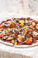 Pizza Vegana Sin Gluten.- Esta pizza es vegana, sin gluten, baja en grasa y 100% casera. Es muy fácil de preparar y podéis añadir vuestras verduras e ingredientes preferidos.