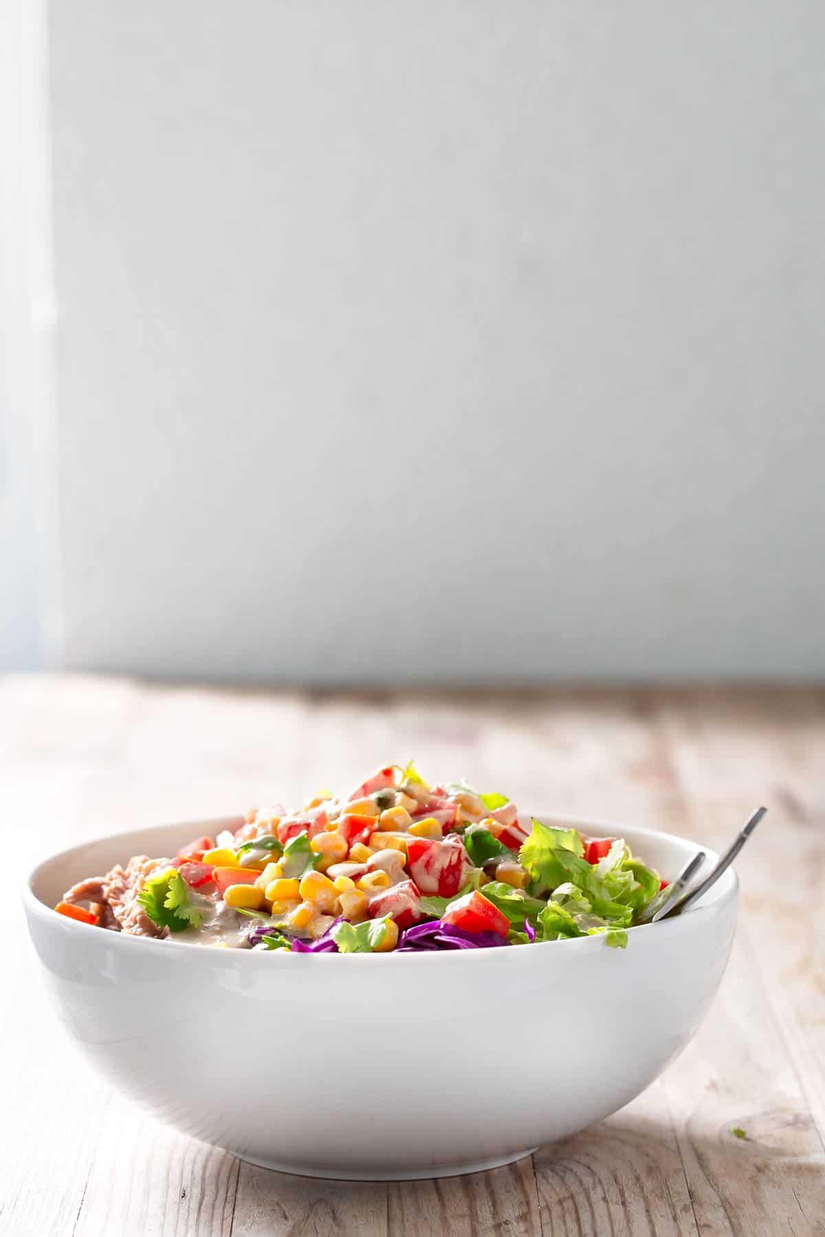 Burrito Vegano en Bol.- Esta receta es una alternativa al burrito tradicional. Es perfecta para aprovechar sobras y restos de verduras y para llevar al trabajo.