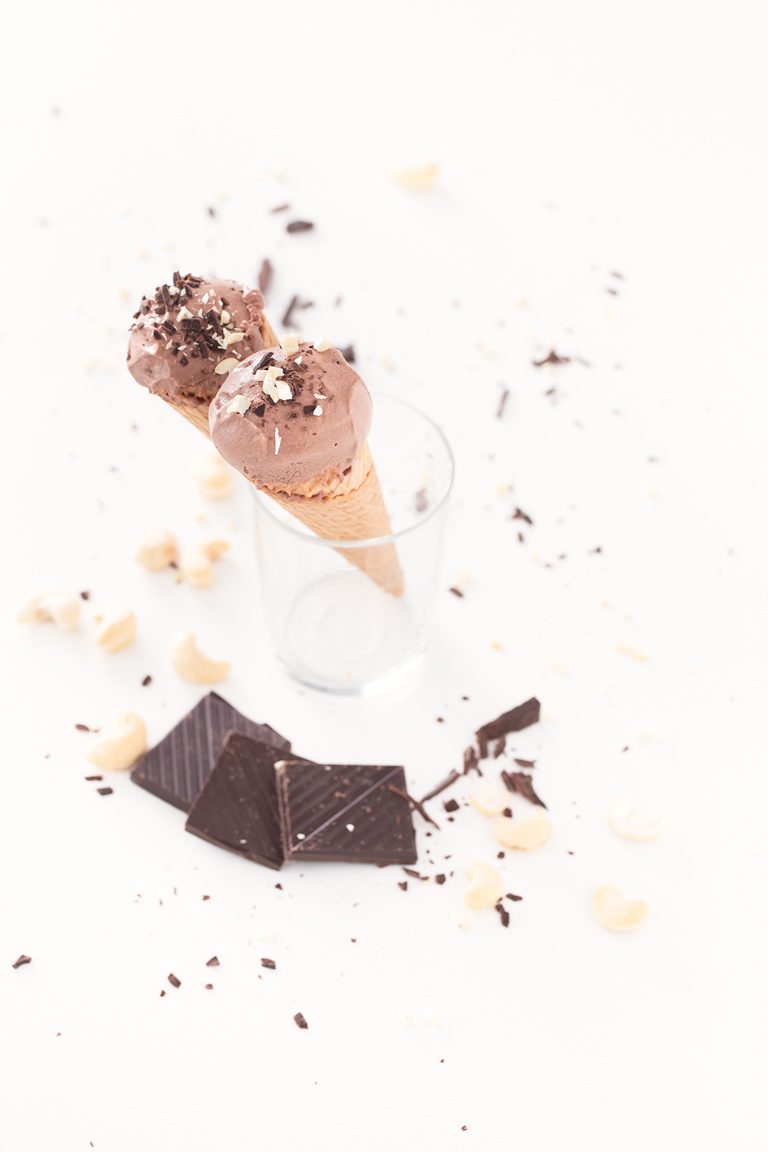 Helado de Chocolate Vegano.- Tenéis que probar esta receta, es el mejor helado vegano que he probado. Sólo se necesitan 4 ingredientes, es muy saludable e increíblemente cremoso.