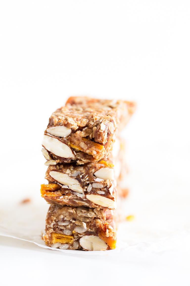 Barritas de Granola. - Estas barritas de granola no necesitan horno y están hechas con tan sólo 8 ingredientes. Son un snack saludable muy práctico y delicioso.