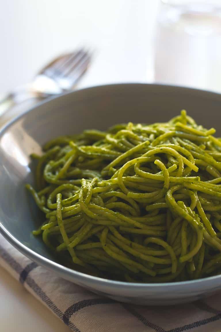 Espaguetis con salsa verde de coco