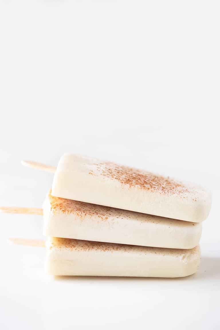 Polos Veganos de Leche Merengada. - Estos deliciosos polos veganos de leche merengada están hechos con tan sólo 5 ingredientes. Están endulzados de forma natural y son un postre muy saludable.