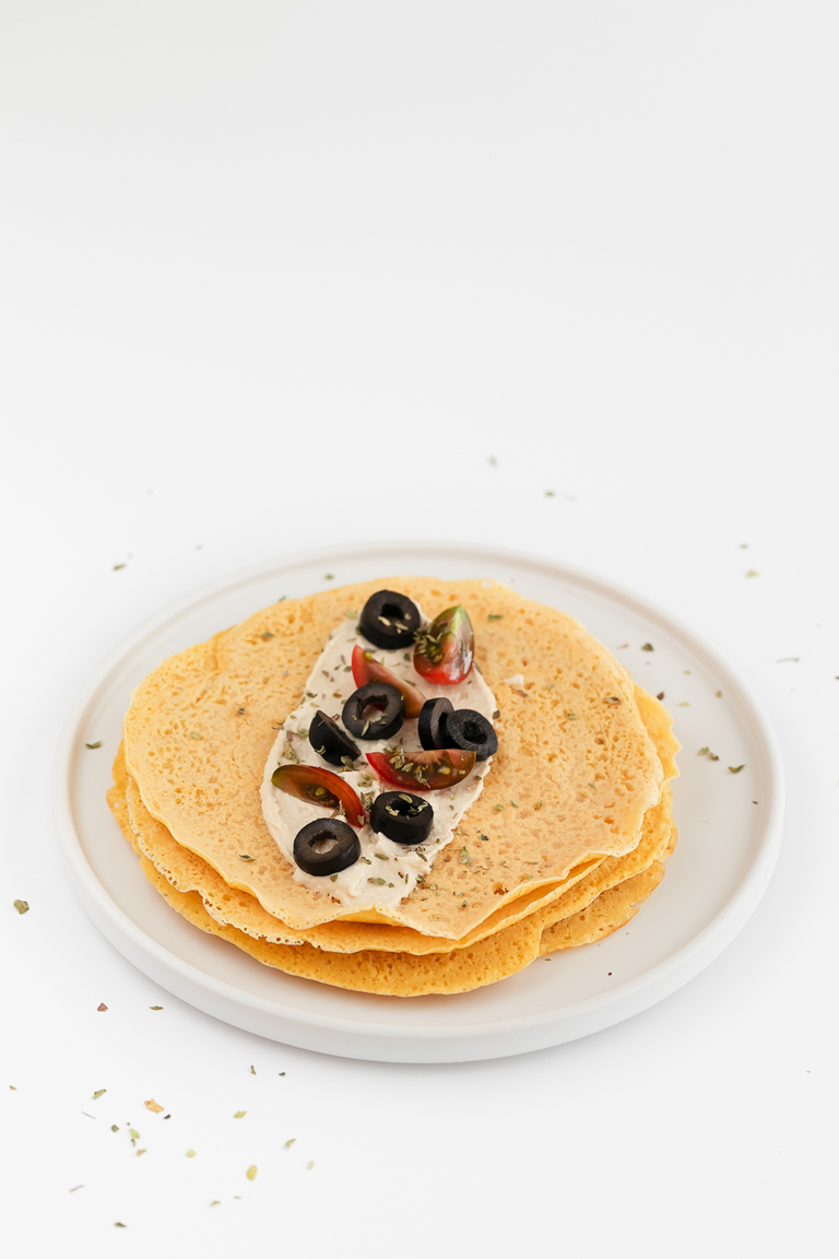 Crepes de Garbanzo. - Los crepes de garbanzo son una alternativa sin gluten a los crepes tradicionales y son perfectos para usar rellenos salados. ¡Sólo necesitas 4 ingredientes! #vegano #singluten #danzadefogones