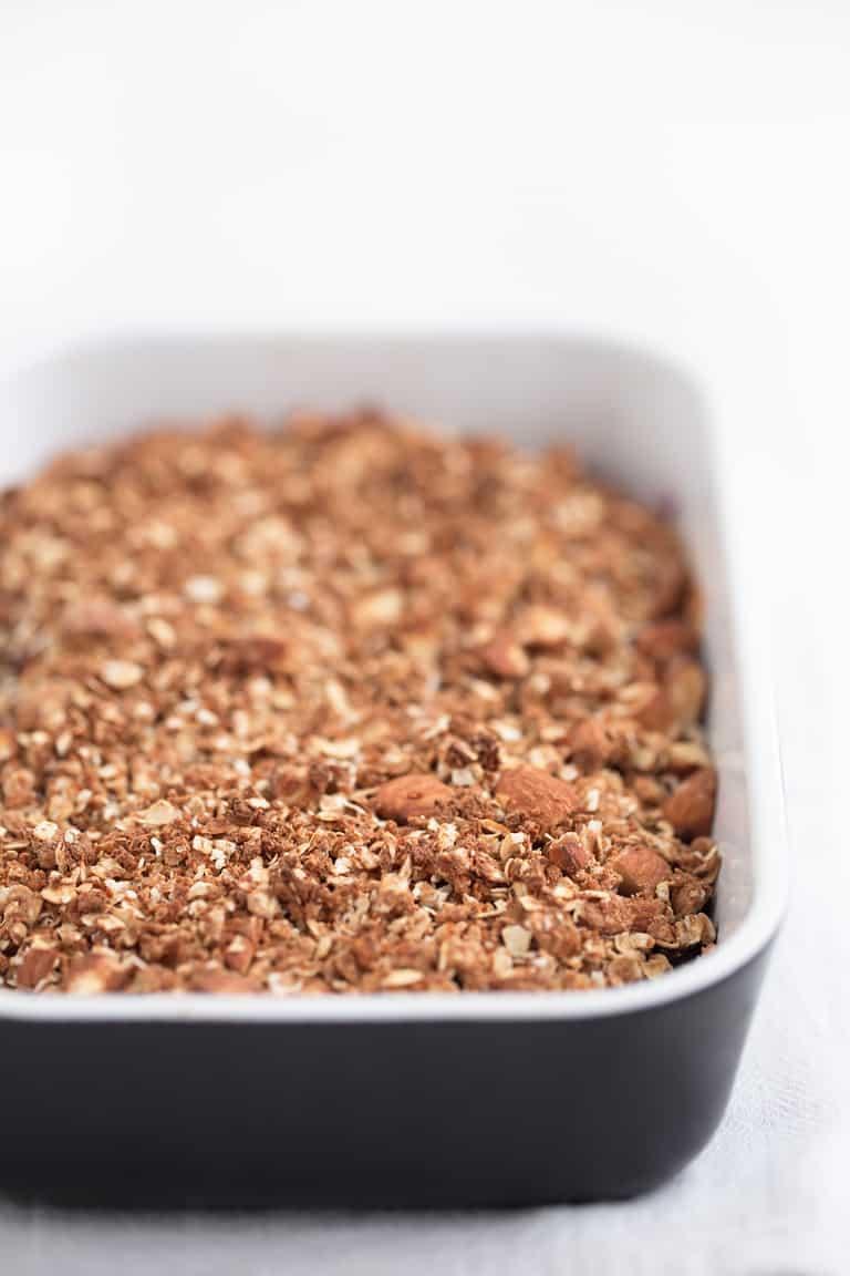 Crujiente de Frutos Rojos Vegano - Este crujiente de frutos rojos vegano es un delicioso postre o desayuno bajo en grasa. Se puede hacer con cualquier tipo de fruta fresca o congelada.