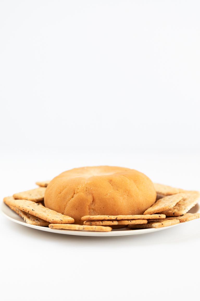 Queso de Nueces de Macadamia. - Este queso de nueces de macadamia es uno de mis quesos veganos preferidos. Sólo lleva 8 ingredientes y está listo en 10 minutos. ¡Es el aperitivo perfecto! #vegano #singluten #danzadefogones