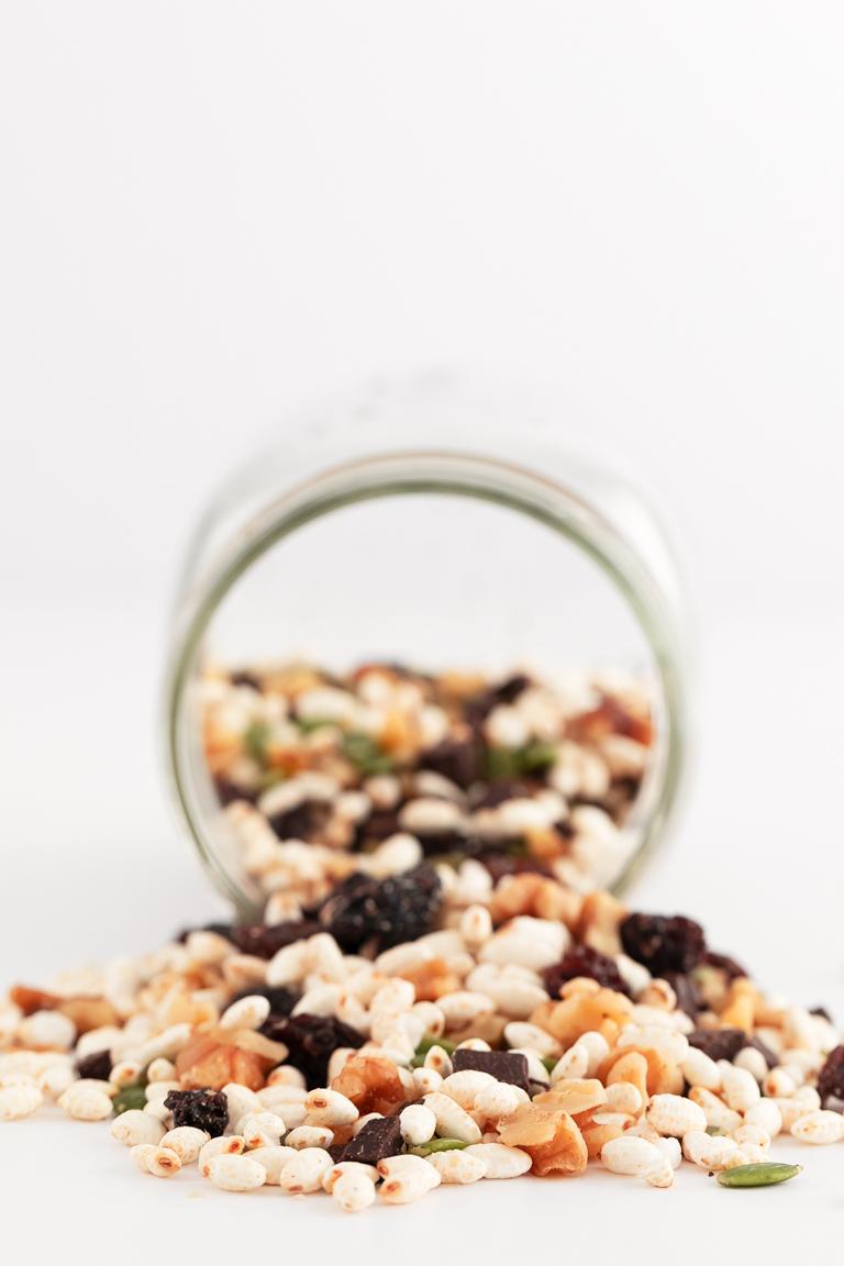 Trail Mix Vegano. - Trail mix vegano, hecho con 5 ingredientes en menos de 5 minutos. Es un snack perfecto, muy nutritivo, que aporta mucha energía y es muy práctico. #vegano #singluten #danzadefogones