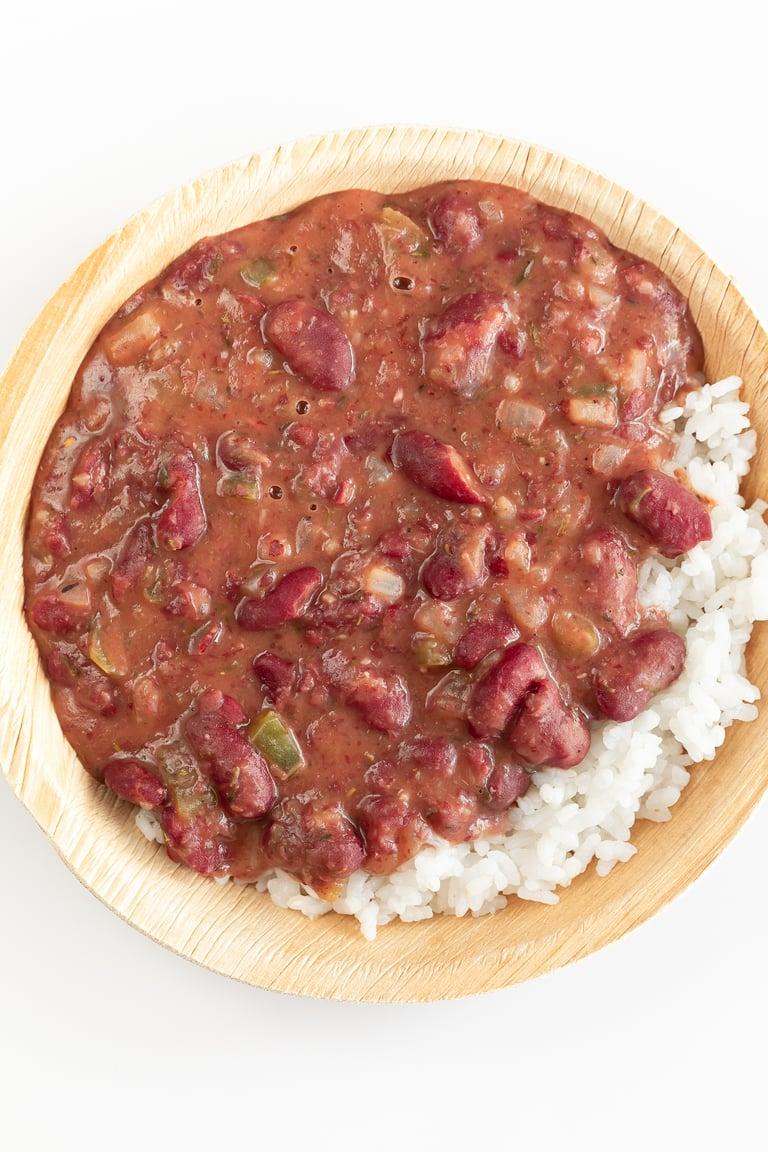 Alubias Rojas con Arroz. - Las alubias rojas con arroz (o red beans and rice en inglés) es una receta típica de Luisina. Esta versión es vegana, más saludable y muy nutritiva. #vegano #singluten #danzadefogones
