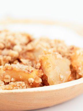 Crujiente de Manzana Vegano. - Este crujiente de manzana vegano es uno de mis postres preferidos, sobre todo en otoño e invierno. Sólo necesitas 8 ingredientes y es una receta muy simple. #vegano #singluten #danzadefogones