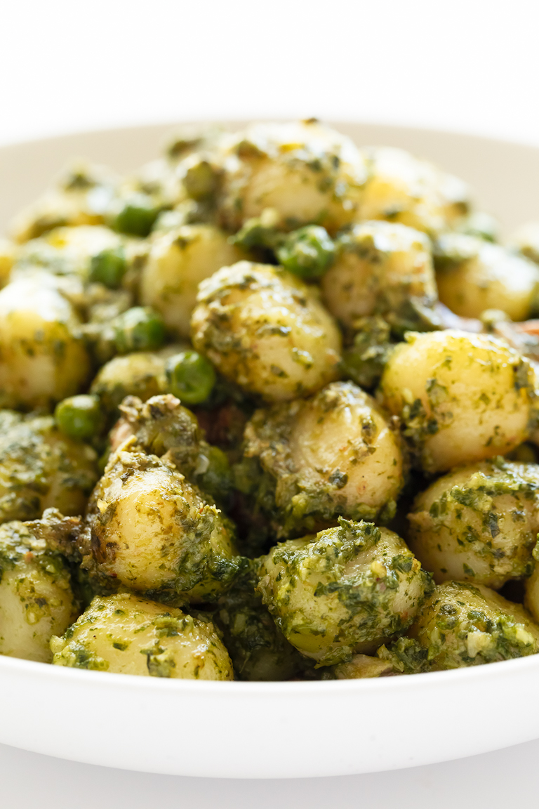 Ñoquis con Pesto de Kale Vegano. - Estos ñoquis con pesto de kale vegano están listos en unos 30 minutos y es un plato muy completo, nutritivo y fácil de preparar, que además sabe a gloria. #vegano #singluten #danzadefogones